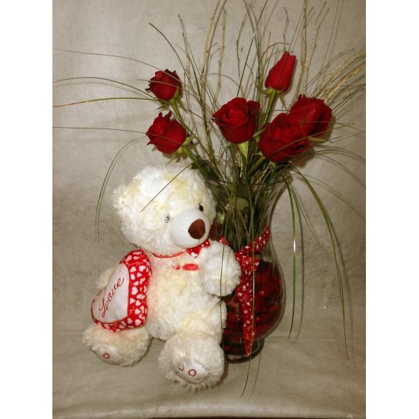 Jarra de rosas vermelhas com Urso